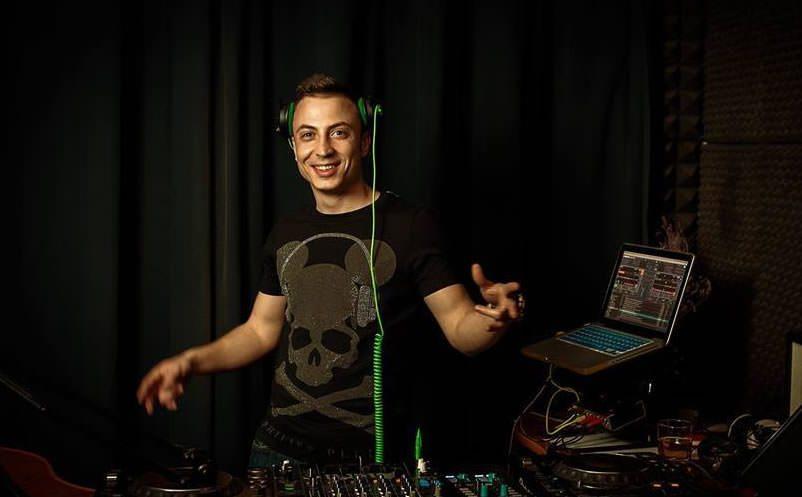DJ MiniMeh in studioul Radio DEEA